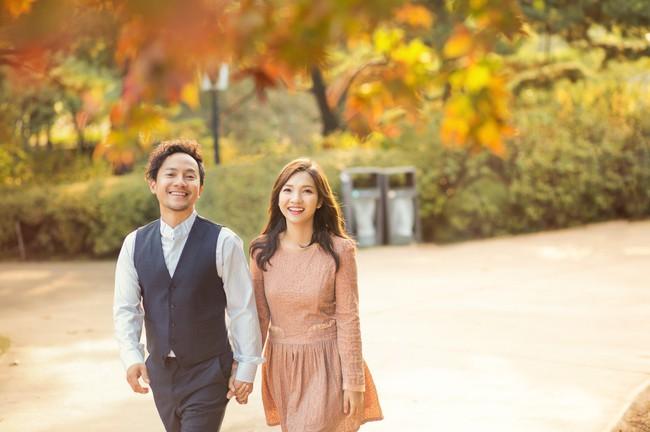 Trọn bộ ảnh cưới ngập tràn sắc vàng mùa thu Hàn Quốc của rapper Tiến Đạt và vợ mới cưới Thụy Vy - Ảnh 1.