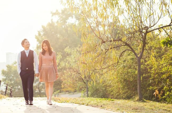 Trọn bộ ảnh cưới ngập tràn sắc vàng mùa thu Hàn Quốc của rapper Tiến Đạt và vợ mới cưới Thụy Vy - Ảnh 24.