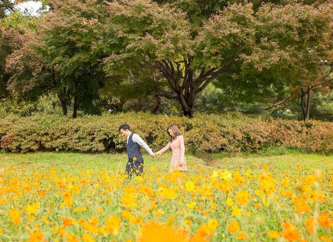 Trọn bộ ảnh cưới ngập tràn sắc vàng mùa thu Hàn Quốc của rapper Tiến Đạt và vợ mới cưới Thụy Vy - Ảnh 25.