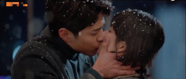Tập cuối Encounter: Song Hye Kyo - Park Bo Gum hạnh phúc viên mãn cùng nụ hôn dưới màn tuyết lãng mạn - Ảnh 3.