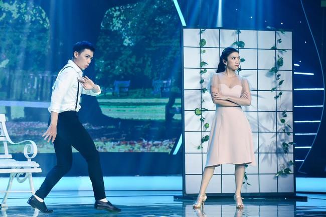 Chân bị chảy máu vì cú té quá mạnh, Tiêu Châu Như Quỳnh vẫn tiếp tục nhảy múa - Ảnh 5.