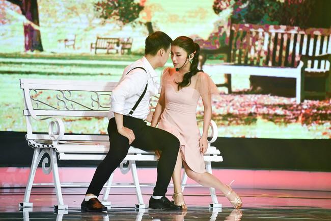 Chân bị chảy máu vì cú té quá mạnh, Tiêu Châu Như Quỳnh vẫn tiếp tục nhảy múa - Ảnh 7.
