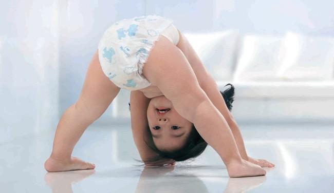 Trẻ qua độ tuổi này mẹ cần hạn chế đóng bỉm bởi những nguy hại đối với sức khỏe và tâm lý của con - Ảnh 1.