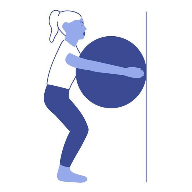 Các bài tập với bóng tăng cường khả năng cân bằng và sức mạnh của cơ thể - Ảnh 2.