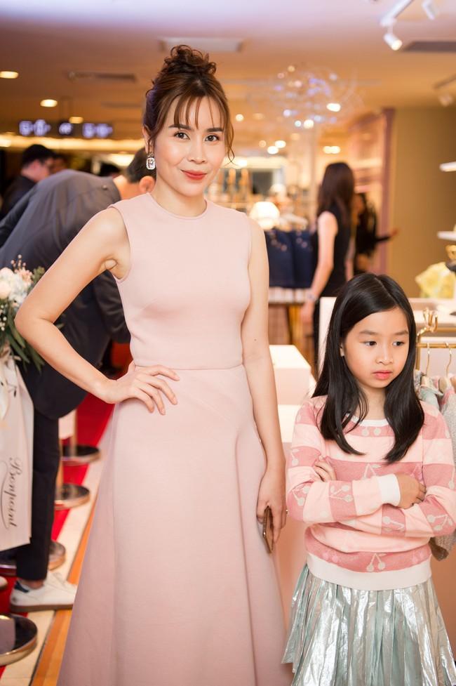 Lần hiếm hoi Lưu Hương Giang đưa 2 con gái xinh như công chúa đi sự kiện  - Ảnh 5.
