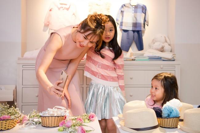 Lần hiếm hoi Lưu Hương Giang đưa 2 con gái xinh như công chúa đi sự kiện  - Ảnh 3.