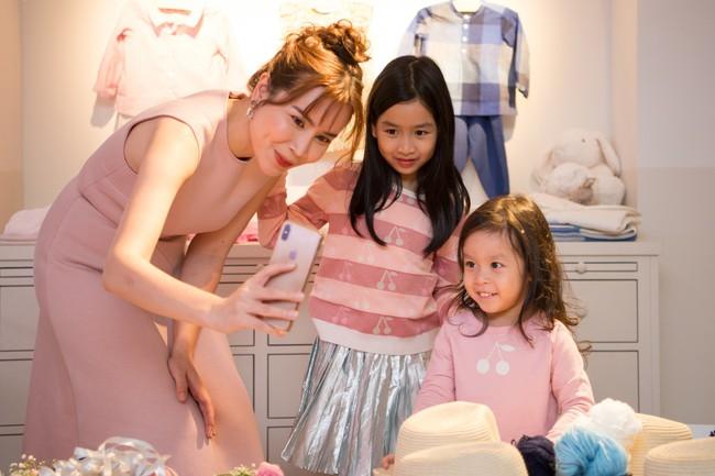 Lần hiếm hoi Lưu Hương Giang đưa 2 con gái xinh như công chúa đi sự kiện  - Ảnh 4.
