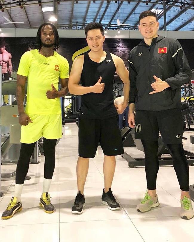 Rò rỉ ảnh Lâm Tây đi nghỉ dưỡng ở Nha Trang, fan lại phát cuồng vì ảnh đời thường đẹp xuất sắc - Ảnh 7.