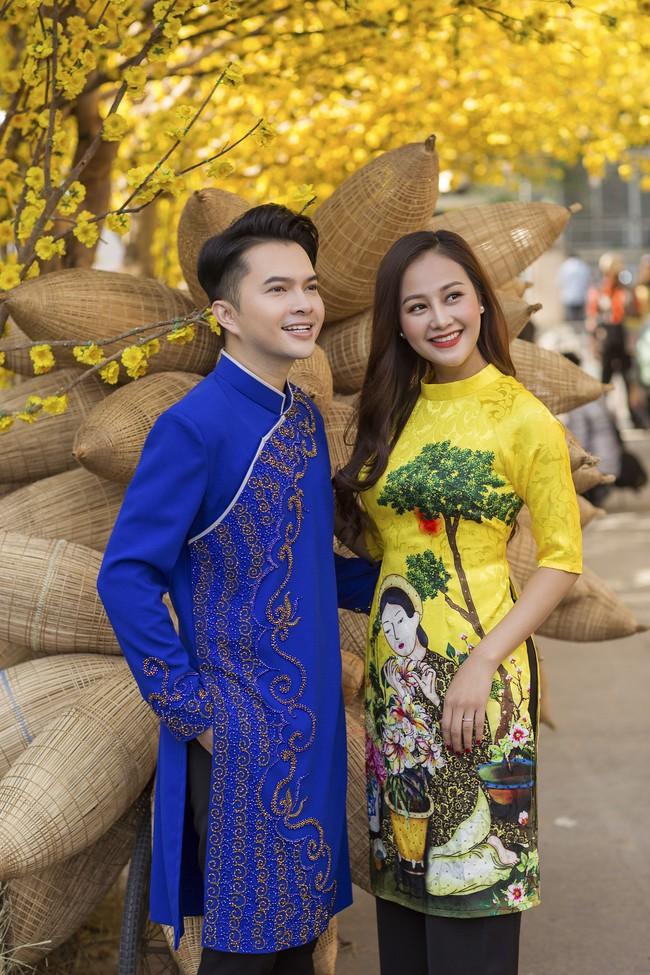 Nam Cường - Hà Thúy Anh diện áo dài đón Tết sớm ở phố ông đồ - Ảnh 3.