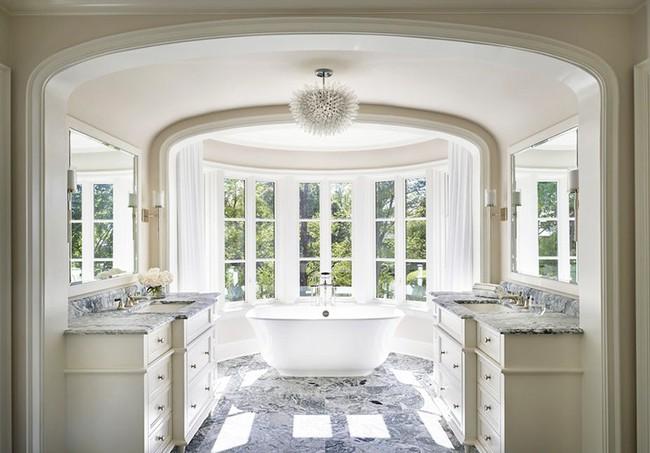 Bất kể diện tích lớn nhỏ, chỉ nhờ mẹo thiết kế này mà căn phòng tắm luôn khiến người dùng thoải mái - Ảnh 1.