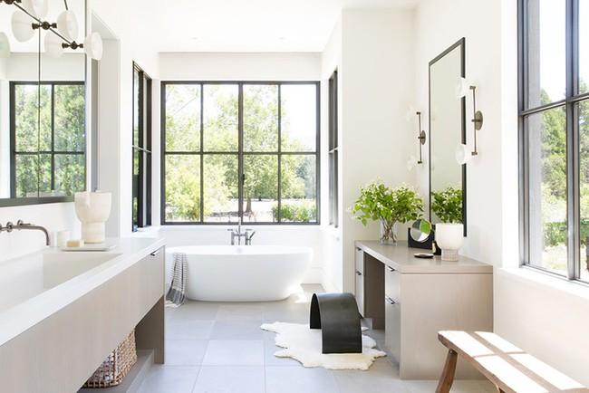 Bất kể diện tích lớn nhỏ, chỉ nhờ mẹo thiết kế này mà căn phòng tắm luôn khiến người dùng thoải mái - Ảnh 2.