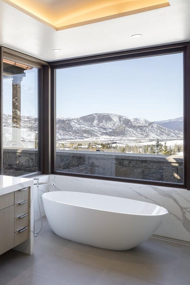 Bất kể diện tích lớn nhỏ, chỉ nhờ mẹo thiết kế này mà căn phòng tắm luôn khiến người dùng thoải mái - Ảnh 9.