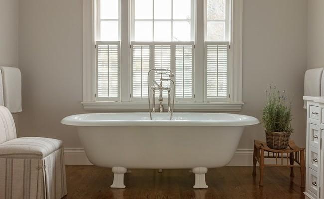 Bất kể diện tích lớn nhỏ, chỉ nhờ mẹo thiết kế này mà căn phòng tắm luôn khiến người dùng thoải mái - Ảnh 13.