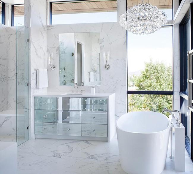 Bất kể diện tích lớn nhỏ, chỉ nhờ mẹo thiết kế này mà căn phòng tắm luôn khiến người dùng thoải mái - Ảnh 14.