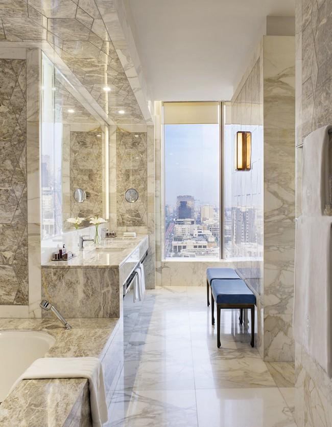 Bất kể diện tích lớn nhỏ, chỉ nhờ mẹo thiết kế này mà căn phòng tắm luôn khiến người dùng thoải mái - Ảnh 15.