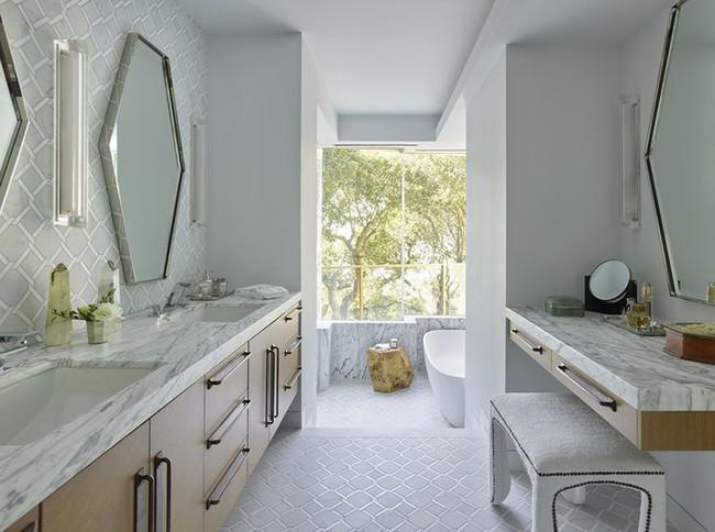 Bất kể diện tích lớn nhỏ, chỉ nhờ mẹo thiết kế này mà căn phòng tắm luôn khiến người dùng thoải mái - Ảnh 21.