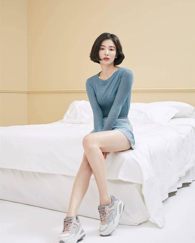Tung clip hậu trường, đôi chân của Song Hye Kyo bị bóc mẽ là đã được chỉnh thon dài đến mức hoàn mỹ  - Ảnh 10.
