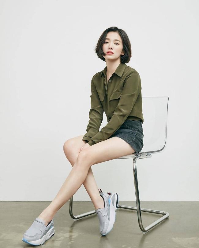 Tung clip hậu trường, đôi chân của Song Hye Kyo bị bóc mẽ là đã được chỉnh thon dài đến mức hoàn mỹ  - Ảnh 6.