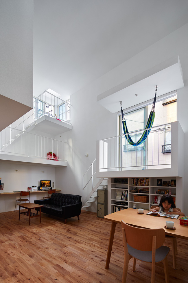 Mang phòng ngủ ra ban công, ngôi nhà ở Nhật này là sự kết hợp hoàn hảo của kiến trúc độc lạ nhưng tiện nghi - Ảnh 9.