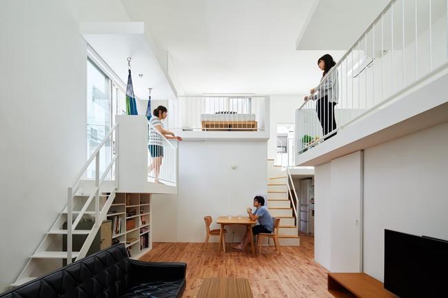 Mang phòng ngủ ra ban công, ngôi nhà ở Nhật này là sự kết hợp hoàn hảo của kiến trúc độc lạ nhưng tiện nghi - Ảnh 7.