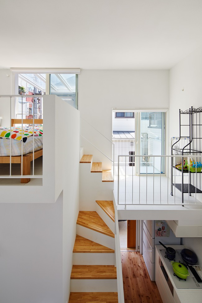 Mang phòng ngủ ra ban công, ngôi nhà ở Nhật này là sự kết hợp hoàn hảo của kiến trúc độc lạ nhưng tiện nghi - Ảnh 10.