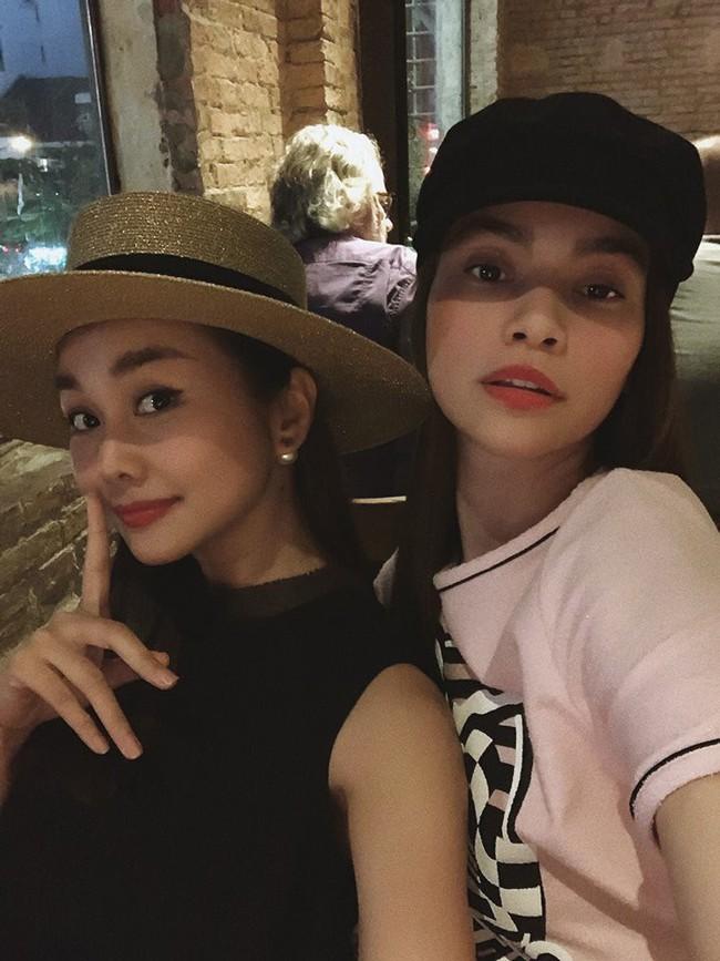 Cặp bạn thân số 1 của showbiz Việt Hồ Ngọc Hà - Thanh Hằng hội ngộ cực tình cảm sau nghi án cạch mặt  - Ảnh 1.