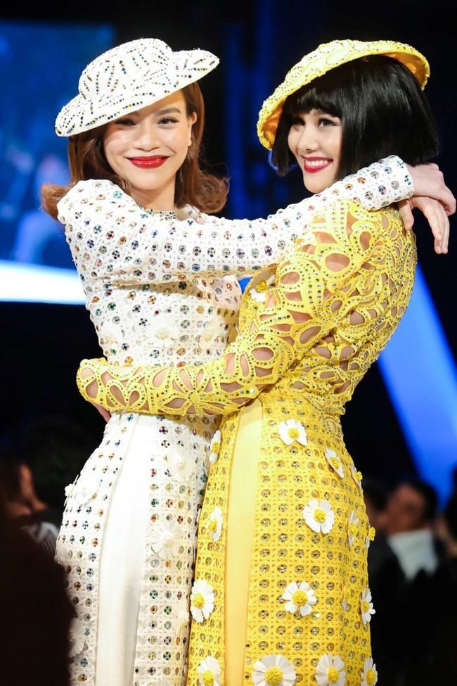 Cặp bạn thân số 1 của showbiz Việt Hồ Ngọc Hà - Thanh Hằng hội ngộ cực tình cảm sau nghi án cạch mặt - Ảnh 2.