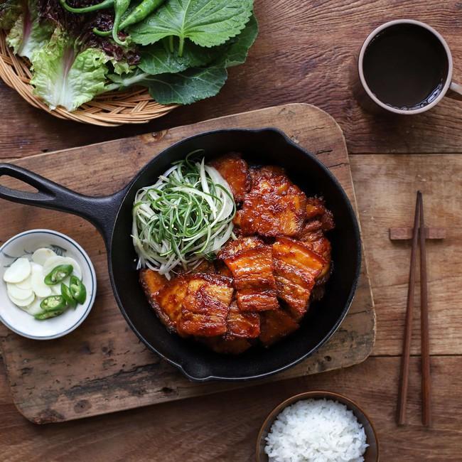 Học người Hàn cách làm món thịt áp chảo ngon ngất ngây ăn mùa lạnh hợp vô cùng - Ảnh 7.