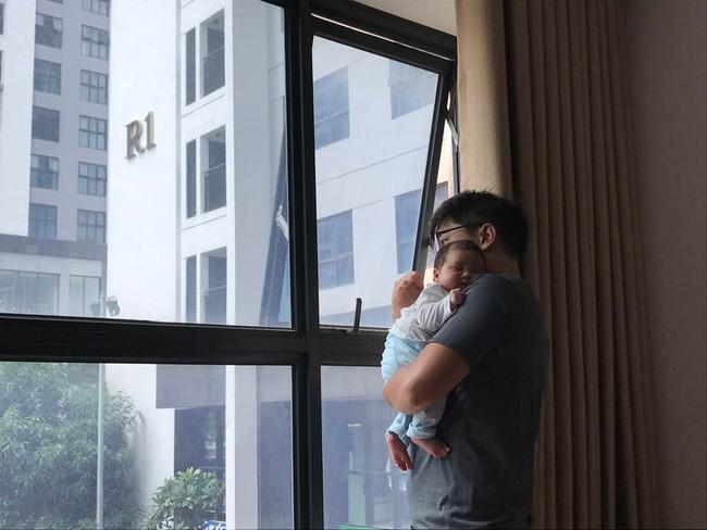 Con thức giấc 9-10 lần trong đêm, mẹ mất đúng 1 tuần luyện con ngủ xuyên đêm, giờ giấc chuẩn như đồng hồ báo thức - Ảnh 3.