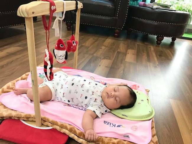 Con thức giấc 9-10 lần trong đêm, mẹ mất đúng 1 tuần luyện con ngủ xuyên đêm, giờ giấc chuẩn như đồng hồ báo thức - Ảnh 6.