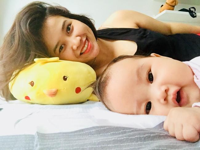 Con thức giấc 9-10 lần trong đêm, mẹ mất đúng 1 tuần luyện con ngủ xuyên đêm, giờ giấc chuẩn như đồng hồ báo thức - Ảnh 1.