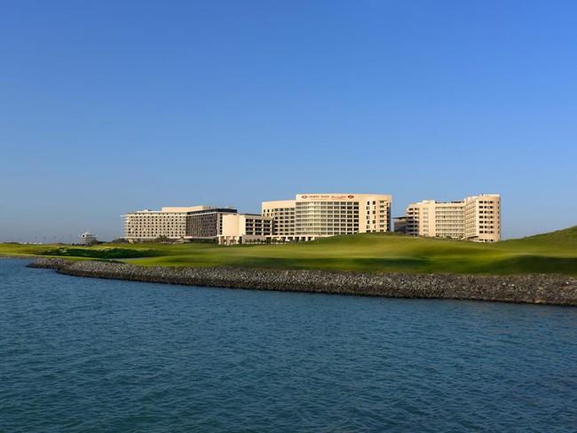 Cận cảnh khách sạn có cả bãi biển và sân golf đội tuyển Việt Nam đang lưu trú khi thi đấu Asian Cup 2019  - Ảnh 1.