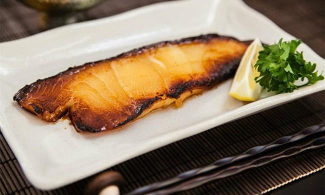 Bé 11 tuổi bị dị ứng thực phẩm đã tử vong sau khi hít mùi cá nấu  - Ảnh 2.