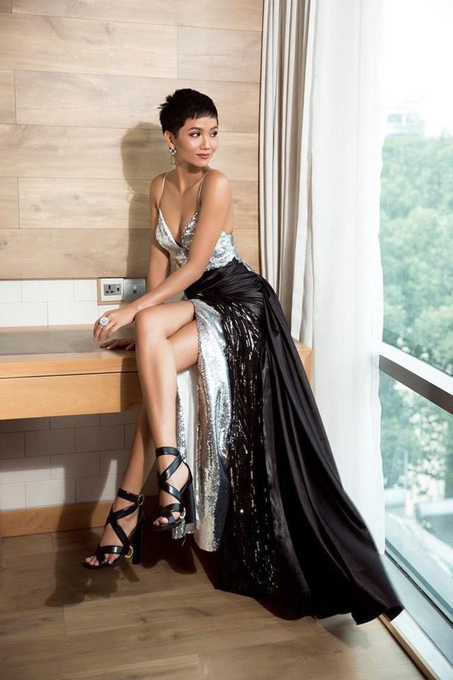 Diện lại đầm khoe ngực đầy, chân thon từ Miss Universe, H'Hen Niê quá cao tay khi thay đổi điều này - Ảnh 3.