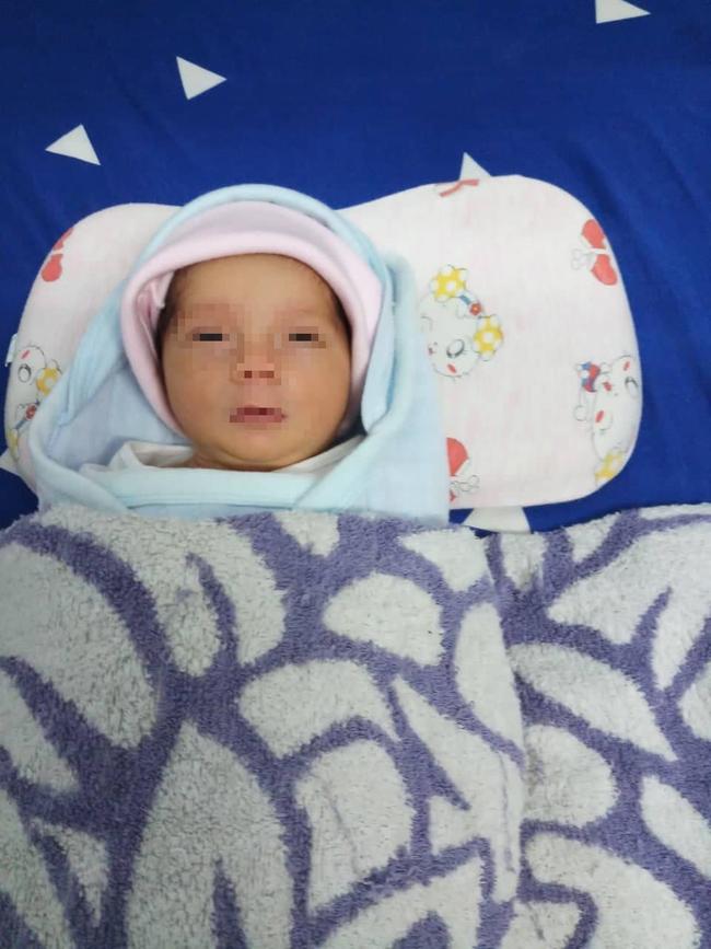 Cà Mau: Xót bé gái sơ sinh bị mẹ bỏ rơi giữa trời mưa bão, hàng trăm người đến xin nhận con nuôi - Ảnh 1.