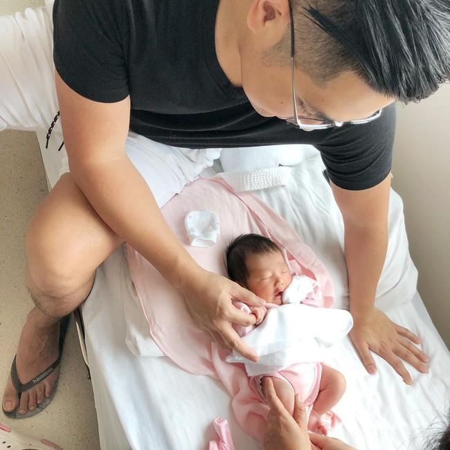 Stephanie Nguyễn - chị chồng kín tiếng của Hà Tăng: Vừa sinh con đầu lòng, nuôi con hoàn toàn bằng sữa mẹ - Ảnh 11.
