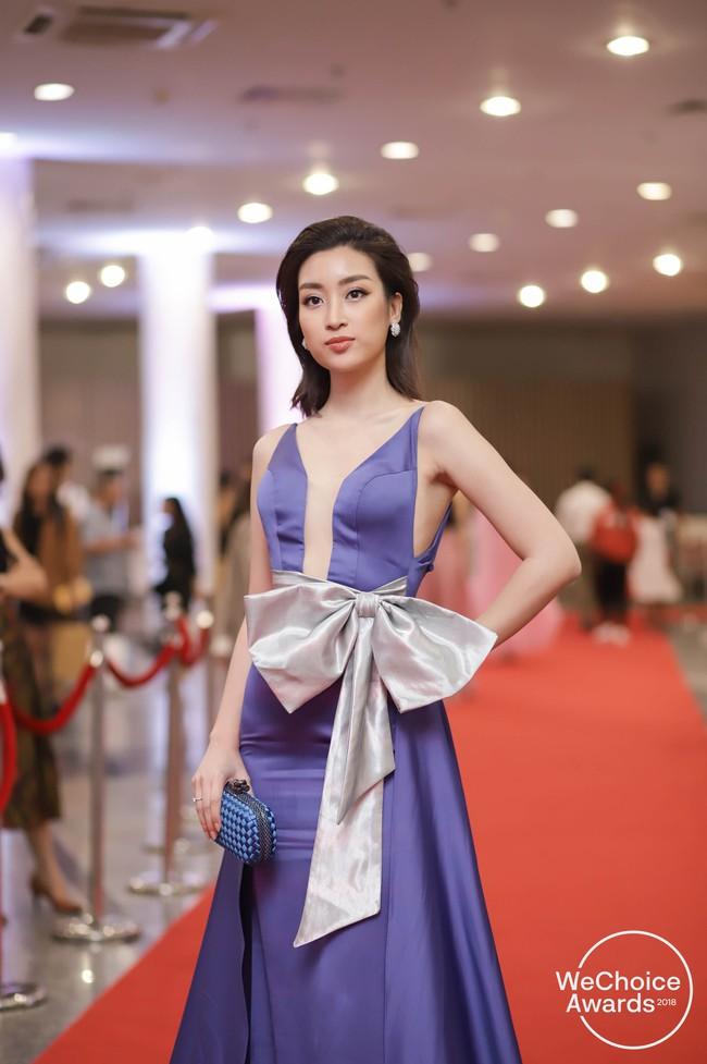 Giữa một rừng Hoa Hậu tại Wechoice Awards 2018, Hương Giang vẫn tỏa sáng nhất nhờ combo vũ khí này - Ảnh 2.