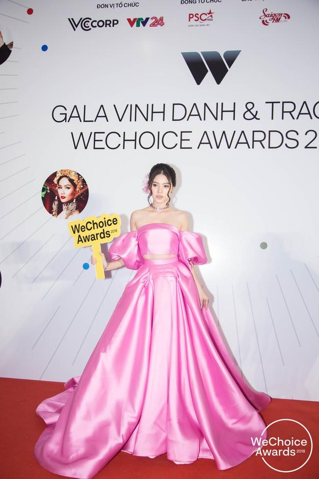 Giữa một rừng Hoa Hậu tại Wechoice Awards 2018, Hương Giang vẫn tỏa sáng nhất nhờ combo vũ khí này - Ảnh 3.
