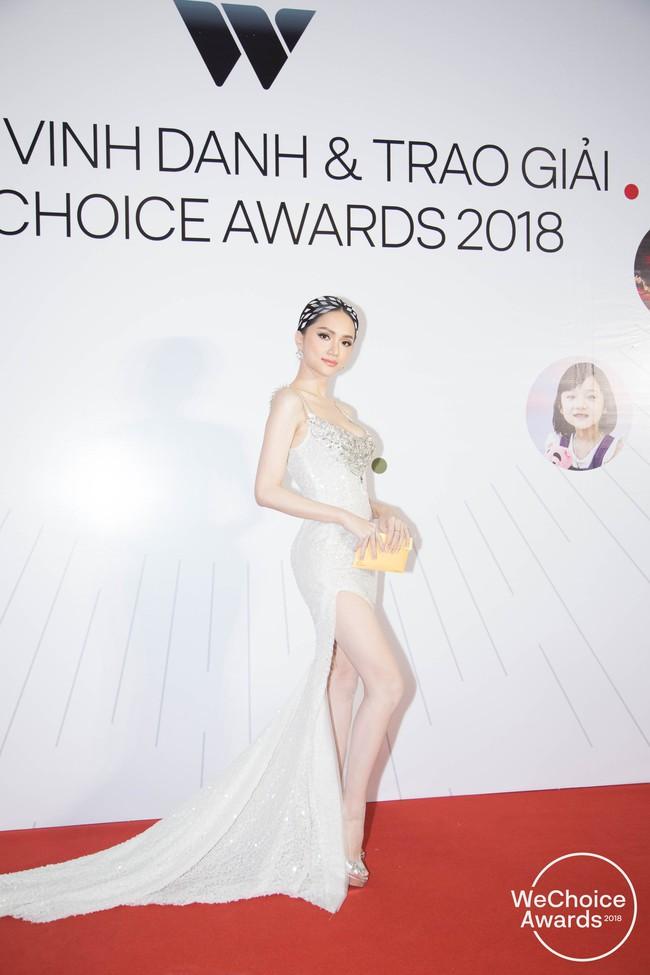 Giữa một rừng Hoa Hậu tại Wechoice Awards 2018, Hương Giang vẫn tỏa sáng nhất nhờ combo vũ khí này - Ảnh 5.