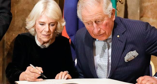 Người hâm mộ xôn xao trước tin Thái tử Charles và bà Camilla đã ký giấy ly hôn, quyết định đường ai nấy đi - Ảnh 1.
