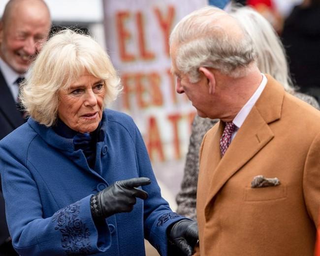 Người hâm mộ xôn xao trước tin Thái tử Charles và bà Camilla đã ký giấy ly hôn, quyết định đường ai nấy đi - Ảnh 2.