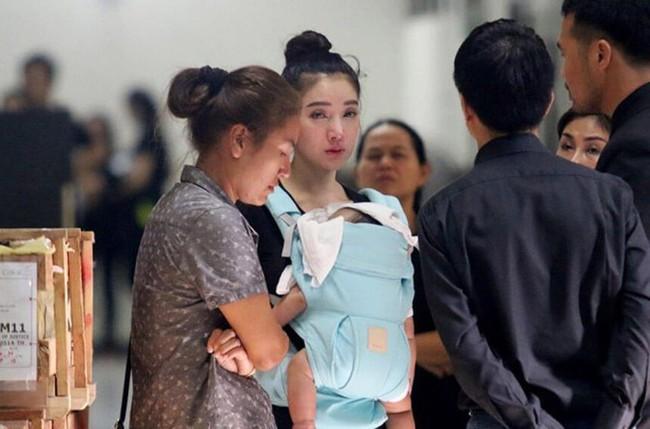Đời sóng gió của mỹ nhân Thái: 20 tuổi phát hiện bí mật động trời về thân thế, một mình nuôi con sau khi chồng bị bắt đi tù - Ảnh 5.