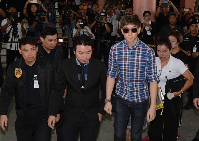 Đời sóng gió của mỹ nhân Thái: 20 tuổi phát hiện bí mật động trời về thân thế, một mình nuôi con sau khi chồng bị bắt đi tù - Ảnh 4.