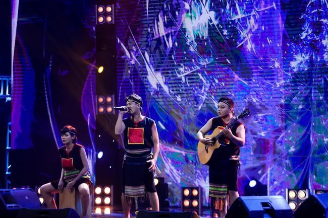 Hết chê Nguyễn Hải Phong nhạt, Phương Uyên lại mỉa mai Mỹ Linh có 1 bài mà hát hoài - Ảnh 7.