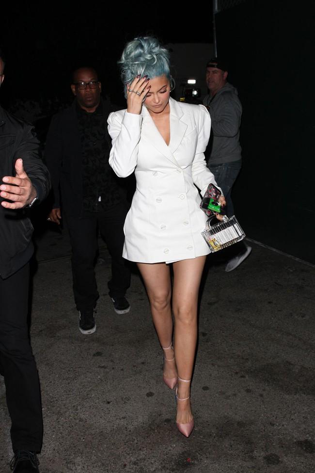 """Ham đồ độc lạ, Meghan Markle vẫn không thể """"ăn đứt"""" gái một con Kylie Jenner khi đụng độ - Ảnh 2."""