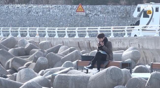 Song Hye Kyo trong hậu trường mà cũng tình tứ với trai trẻ thế này, bảo sao fan không gọi tên Song Joong Ki - Ảnh 7.