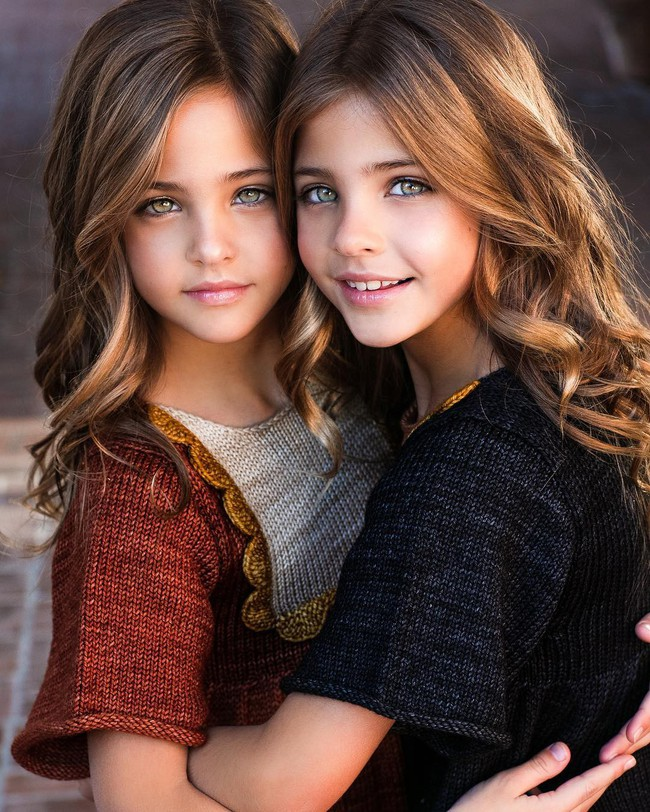 2 cô bé được gọi là cặp song sinh đẹp nhất thế giới nay đã lớn phổng phao, có một điều mãi không thay đổi - Ảnh 13.
