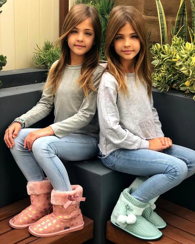 2 cô bé được gọi là cặp song sinh đẹp nhất thế giới nay đã lớn phổng phao, có một điều mãi không thay đổi - Ảnh 12.