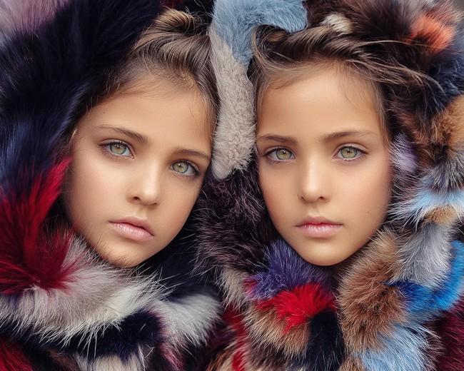 2 cô bé được gọi là cặp song sinh đẹp nhất thế giới nay đã lớn phổng phao, có một điều mãi không thay đổi - Ảnh 7.