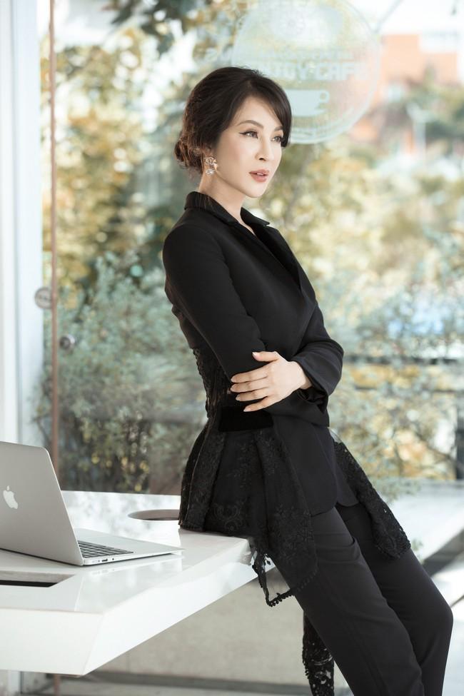 MC Thanh Mai khoe tủ đồ công sở ấn tượng khiến chị em thích mê - Ảnh 9.